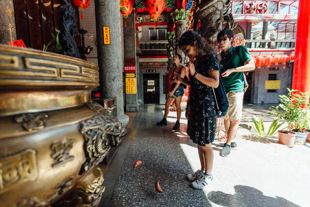 English guided talking tours of Daxi Old Street 02